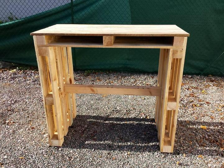repurposed wooden pallet desk