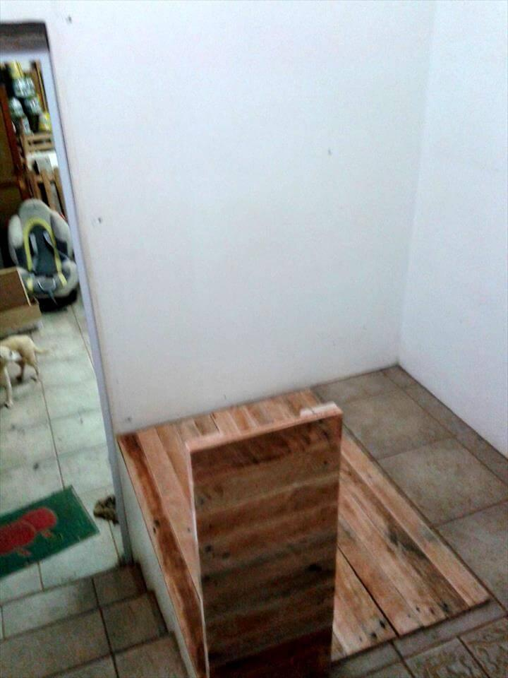 wooden pallet corner computer desk