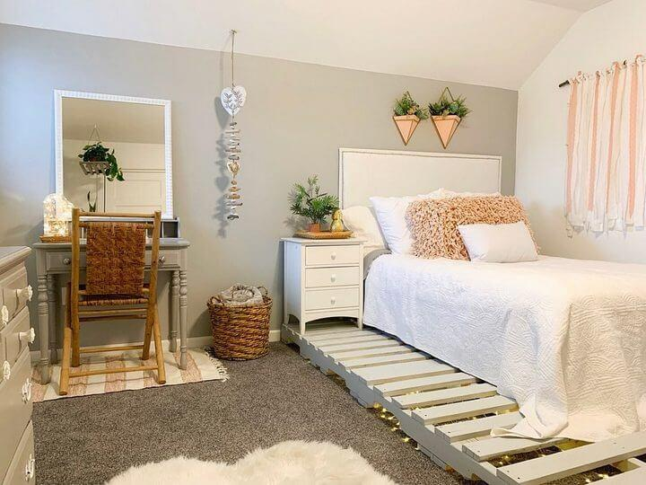 DIY Pallets Bed to Make