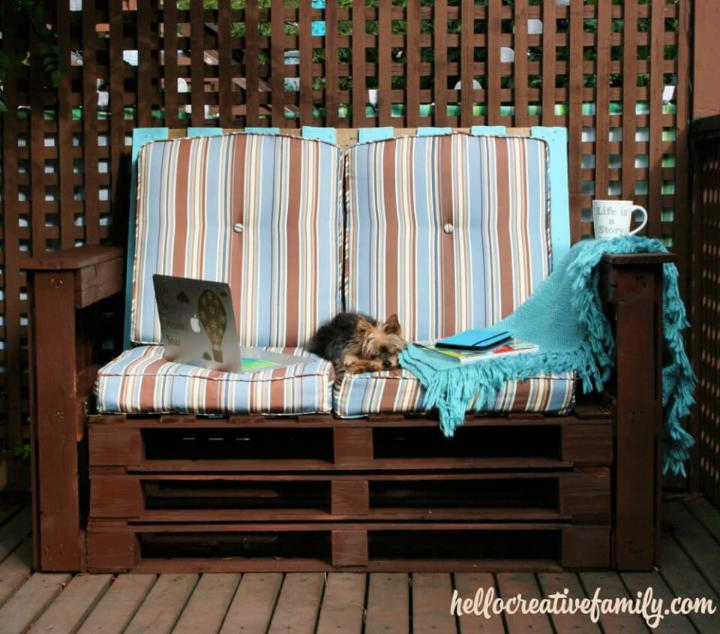 DIY Outdoor Pallet Couch 1