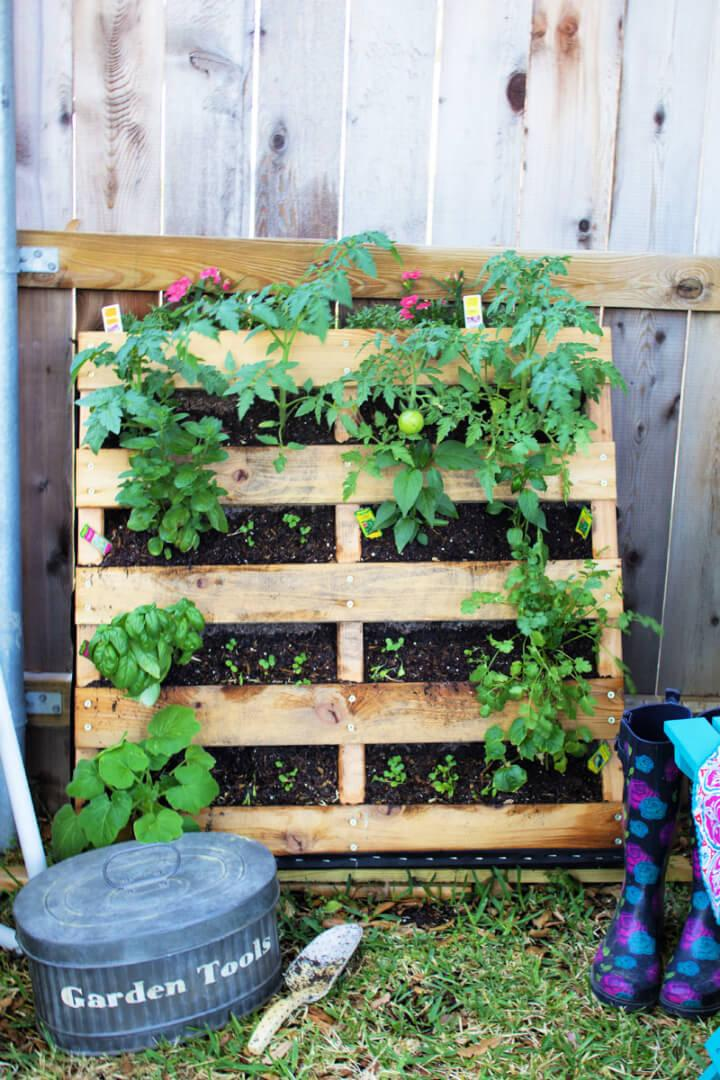 DIY Vertical Pallet Vegetable and Herb Garden