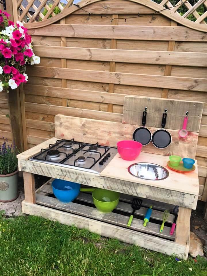 Outdoor Kitchen Made From Recycling Pallets