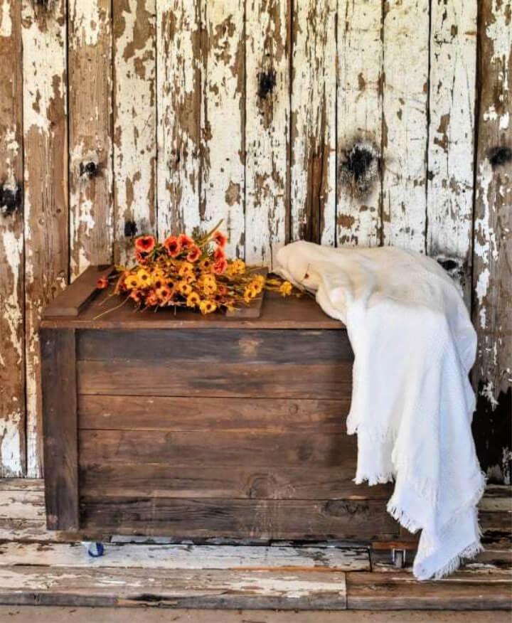Rustic DIY Pallet Wood Storage Chest