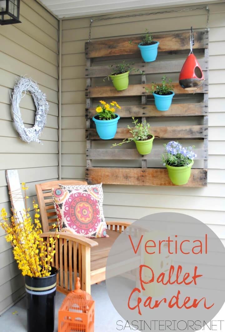 Simple DIY Vertical Pallet Garden