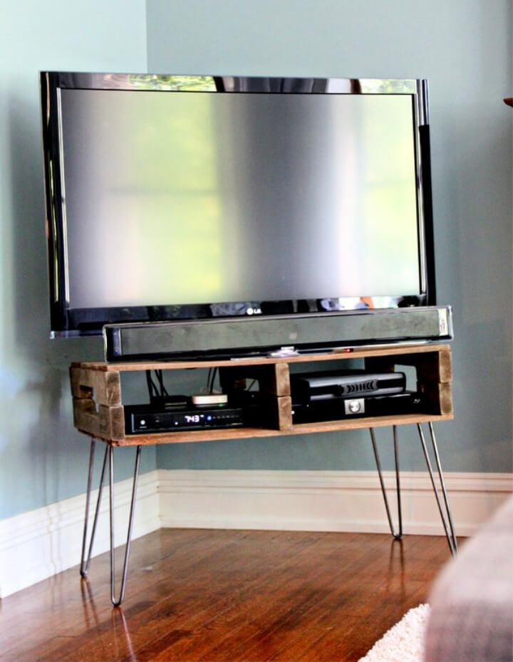 Turn Pallets Into TV Stand